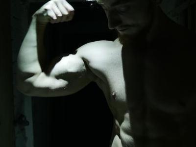 ćwiczący mężczyzna 3